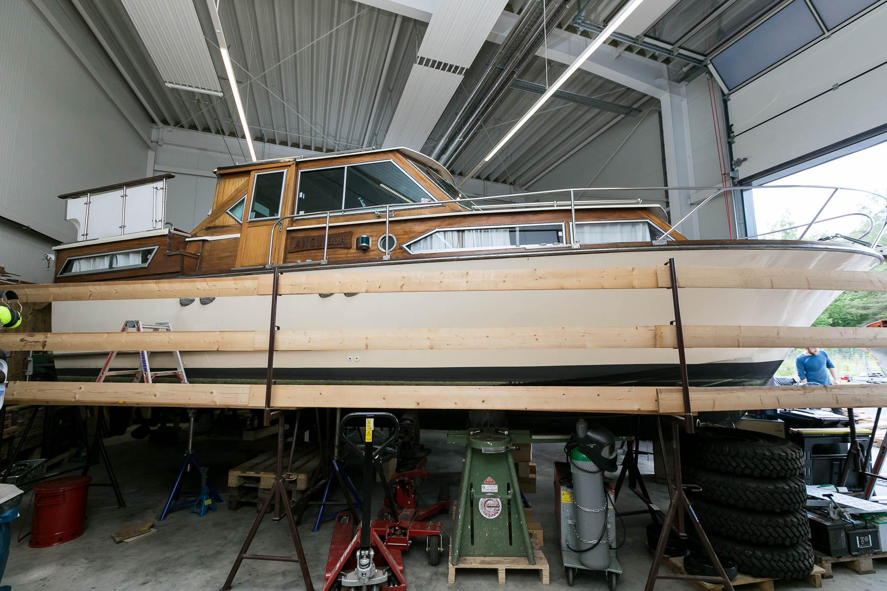 Teakdeck-Sanierung-Saisonbetreuung-Motoryacht-Anguilla-Norman-Bootsbau-Potsdam